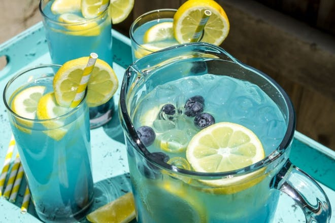 Blue mocktail with lemon