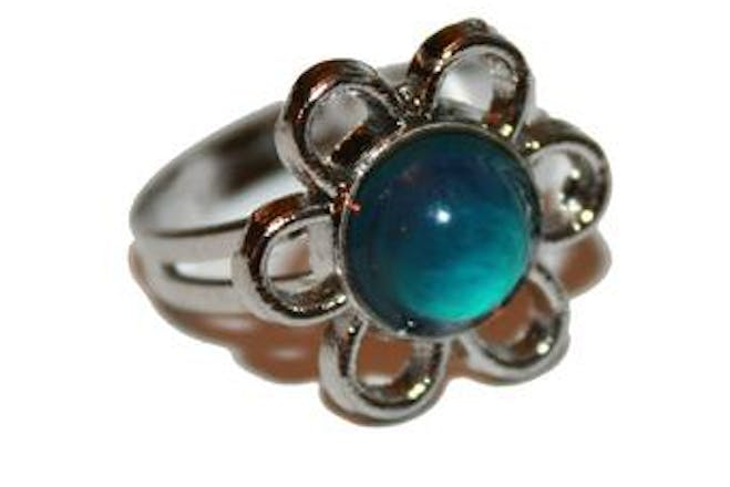 Mood ring with flower shape
