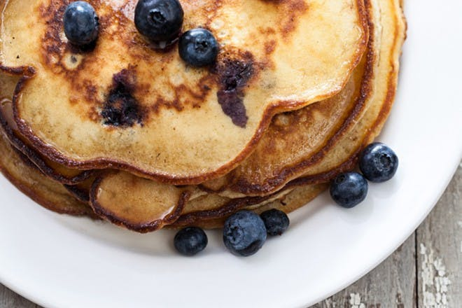 gluten free banana and blue berry pancakes