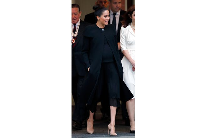 Meghan Markle pregnant in black dress