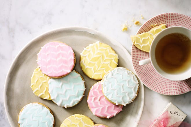 Pretty iced biscuits recipe. Mother's Day biscuits
