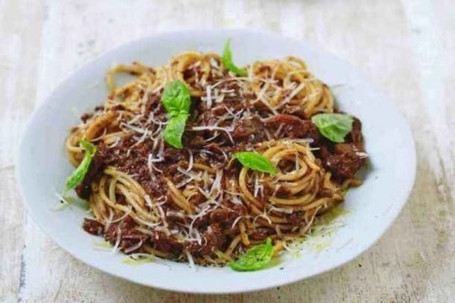 bowl of vegan spaghetti bolognese