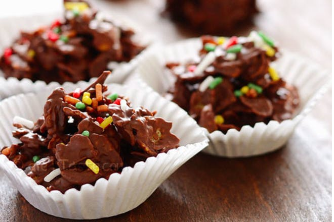 13. Sprinkle-topped cakes