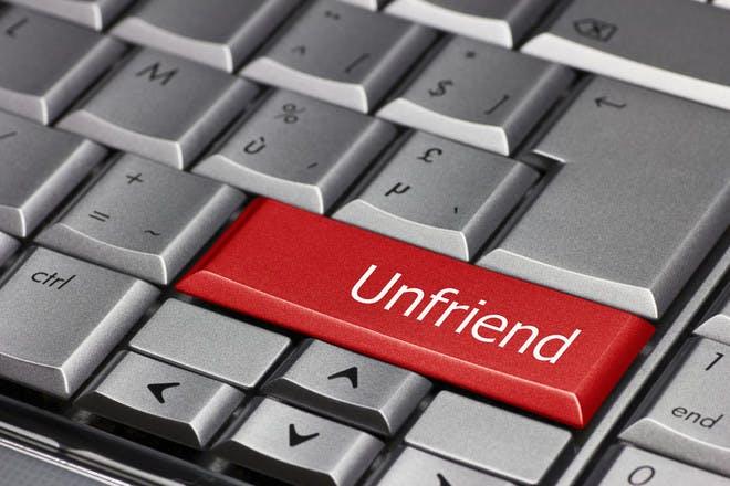 computer key saying 'unfriend'