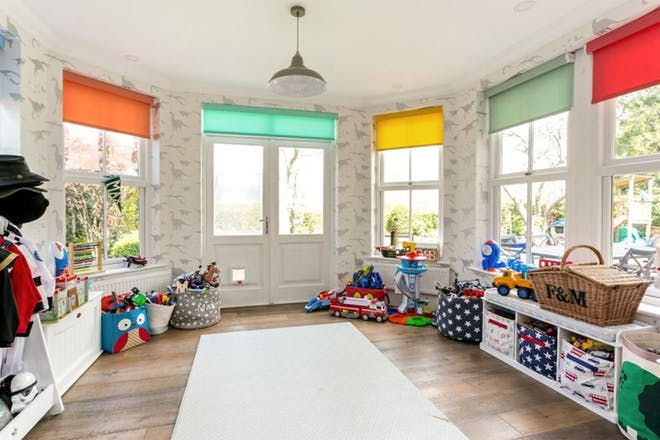 Glynswood Place, Northwood, Middlesex, playroom