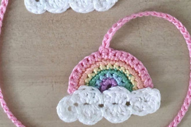 Knitted umbilical cord clamp