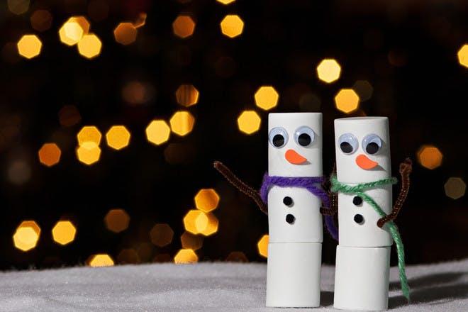 9. Toilet roll snowmen