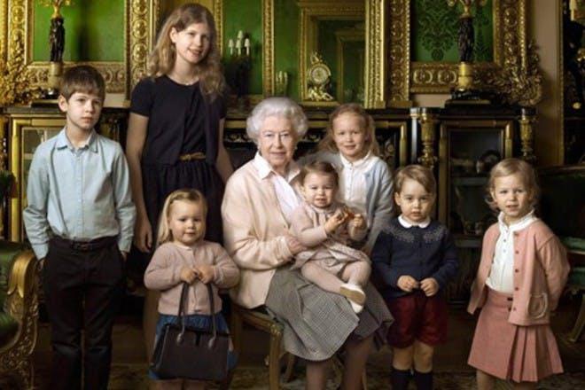 queen elizabeth with her great grandchildren