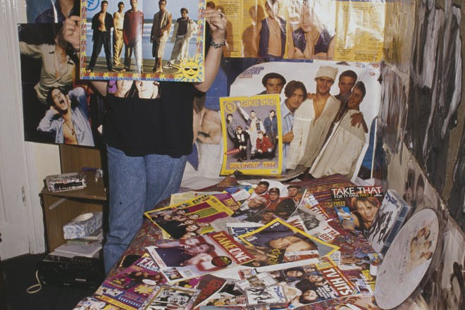26. Decorating your room from floor to ceiling with posters