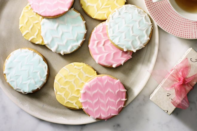 Iced biscuits