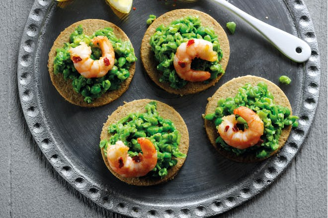 Oatcakes topped with crushed peas and prawns
