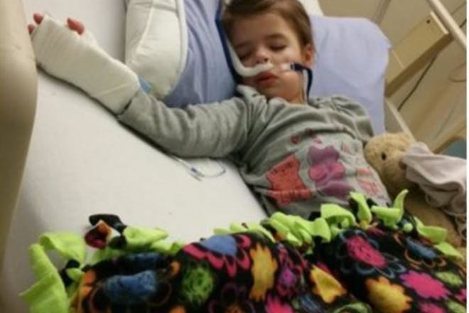 Child sick in bed with RSV