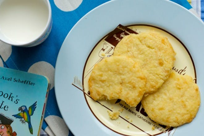 Cheesy biscuits on a blue plate