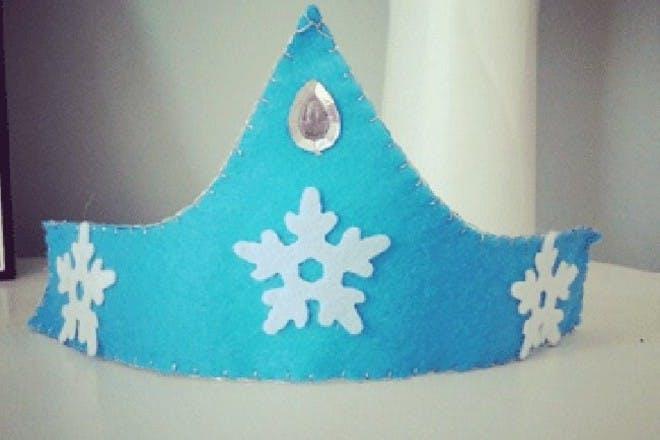 Make an Elsa felt crown
