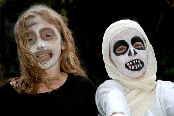 Halloween face paint for ghosts