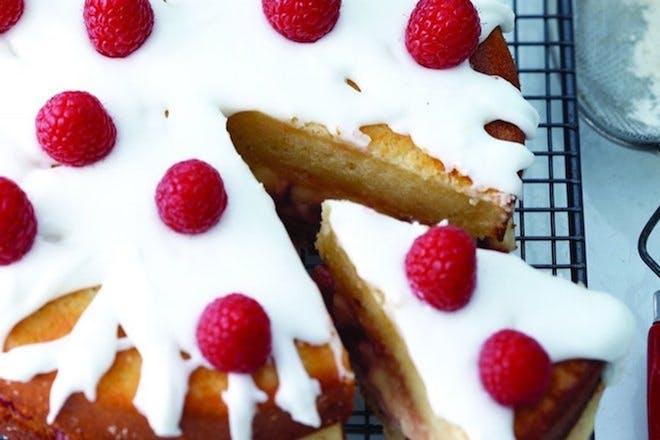 Lemon drizzle cake with raspberries