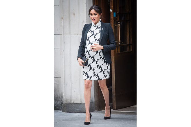 Meghan Markle pregnant in black and white dress