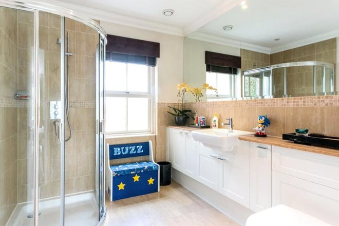 Glynswood Place, Northwood, Middlesex, bathroom