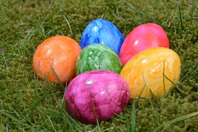 eggs with marbled paint effect