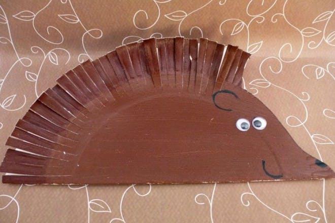 paper plate hedgehog