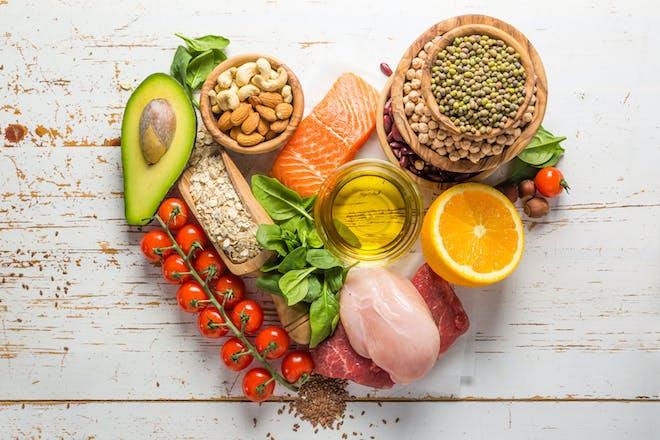 健康食品果菜肉在心脏形状安排