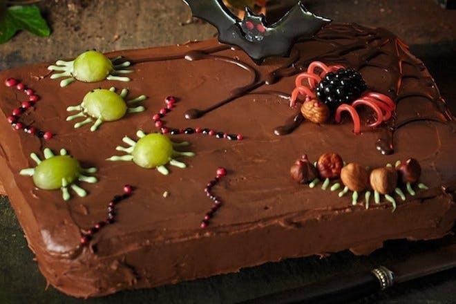 Creepy crawlies cake