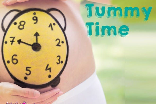 clock painted on pregnant belly