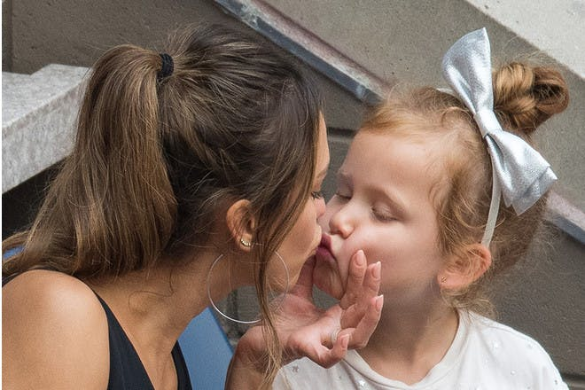 Jessica Alba kissing daughter Honor