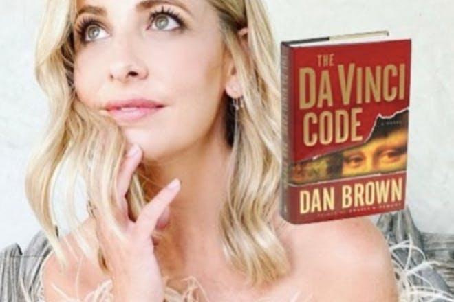 Sarah Michelle Gellar with The Da Vinci Code Book photoshopped on her shoulder