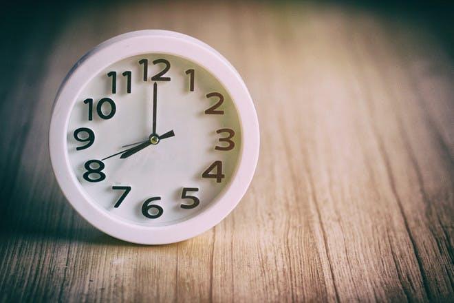 Clock showing 8 o'clock