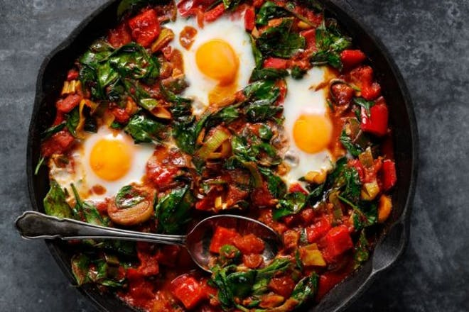 Breakfast spinach shakshuka