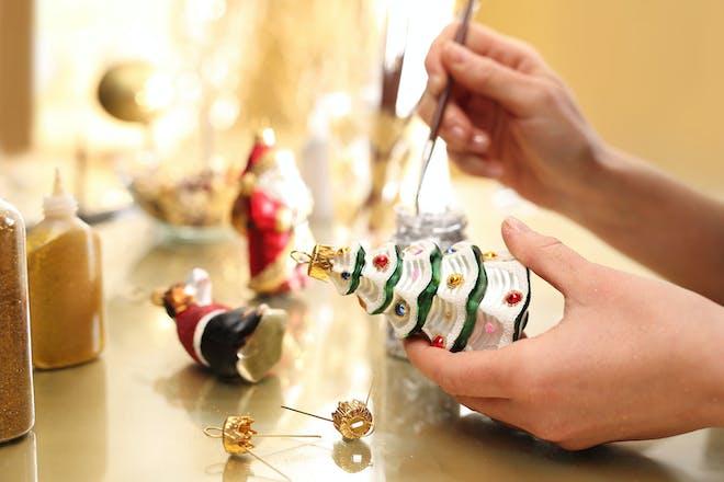 Decorating baubles