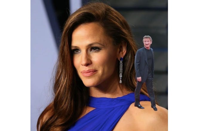 Jennifer Garner with Sean Penn photoshopped on her shoulder
