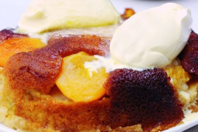 caramel and peach muffin with ice cream