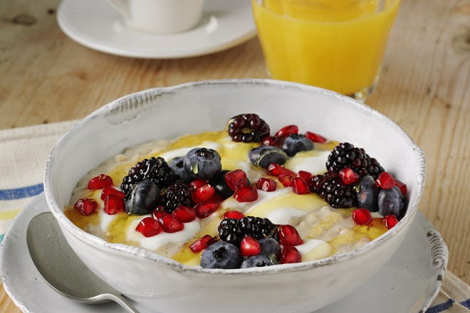 Pomegranate and berries porridge
