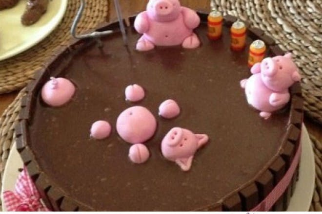 cake with pigs in mud decoration