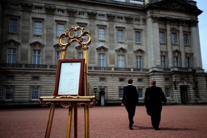 The easel outside Buckingham Palace