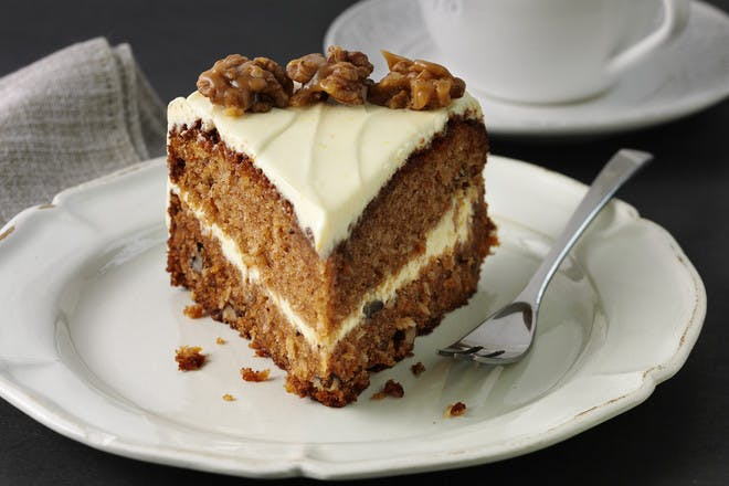Classic carrot cake. Carrot and walnut cake recipe.