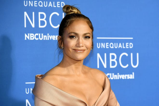 5ft 5in – Jennifer Lopez