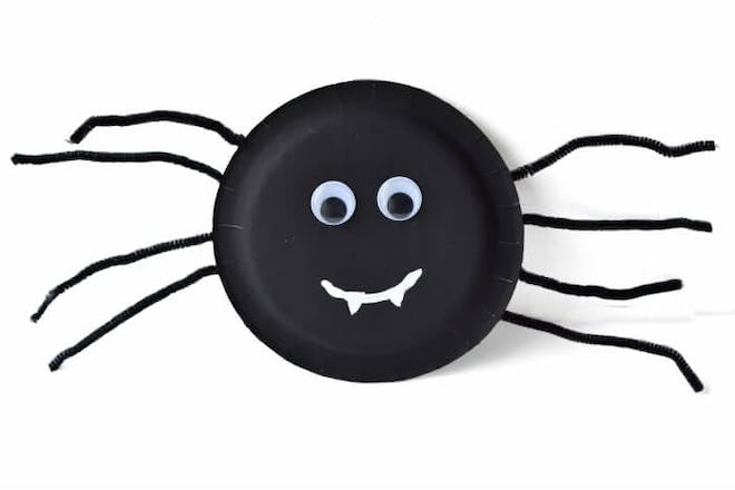 Spider craft made from a black paper plate, pipe cleaners and googly eyes