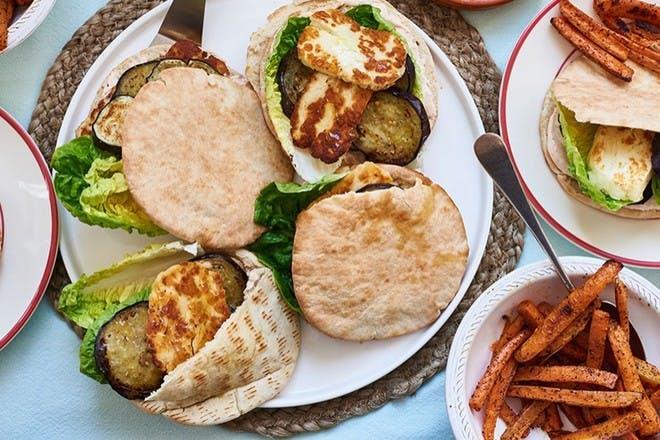 Halloumi burgers with carrot chip