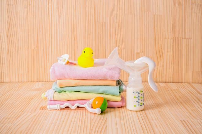 breast pump and cloths