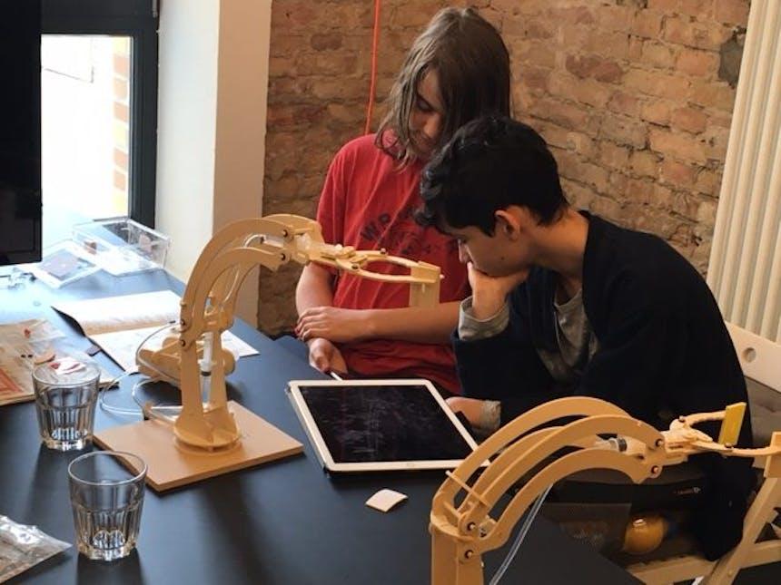 Talents bauen Hydraulik Roboterarm