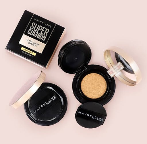 Maybelline Ultra Cover Cushion gives a dewy finish to your look