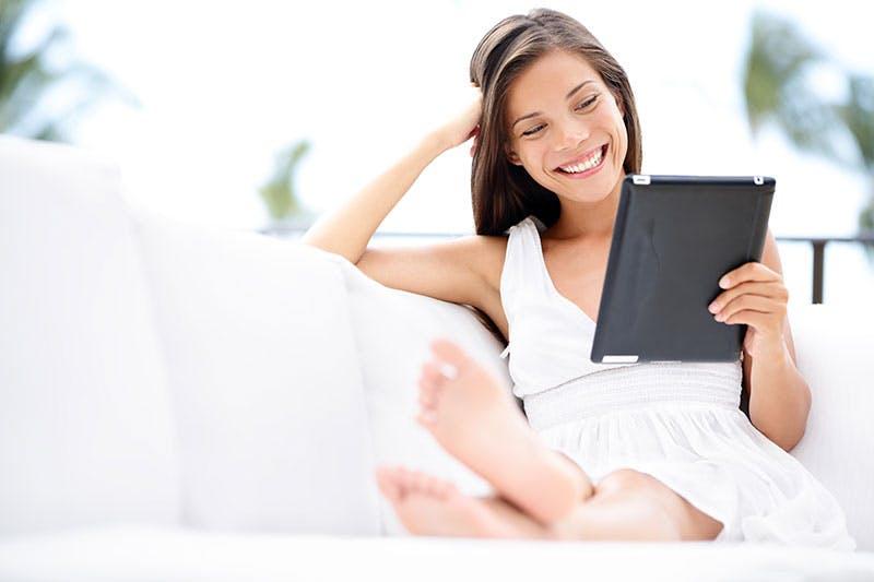 Kvinna lånar 25000 kronor direkt på nätet