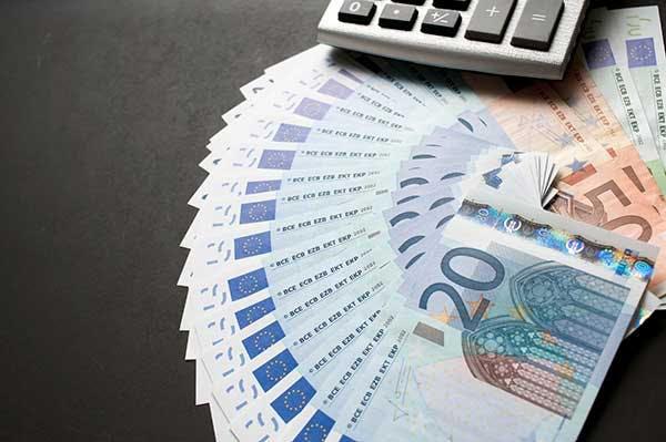 20 ja 50 euron seteleitä