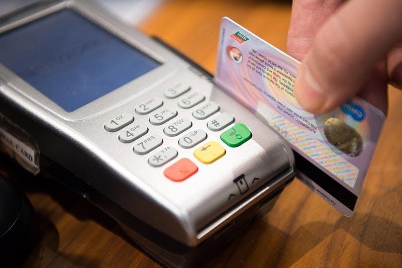 Maksaa pankkikortilla