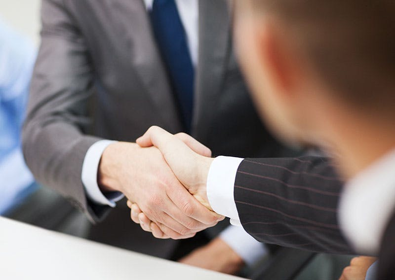 Lainanvälittäjä kilpailuttaa lainahakemuksen puolestasi