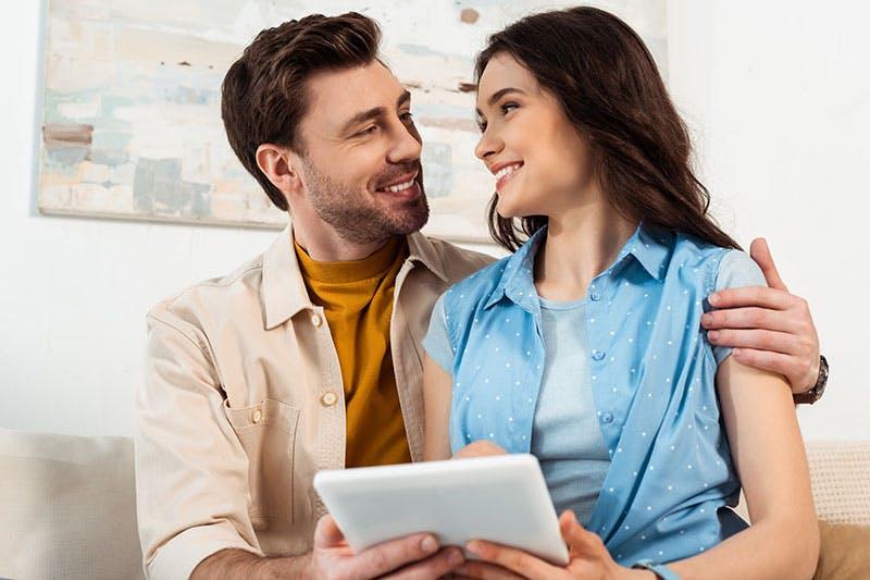 par som ansöker omstartslån på nätet