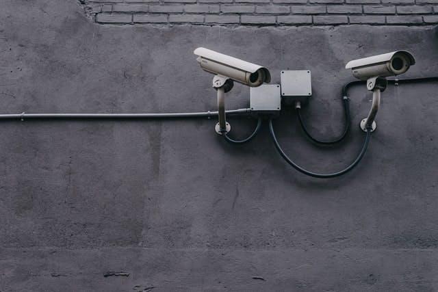 Câmeras de segurança no prédio